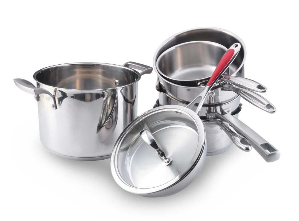 Pfannen-stappeln-sevenke-Shutterstock.com