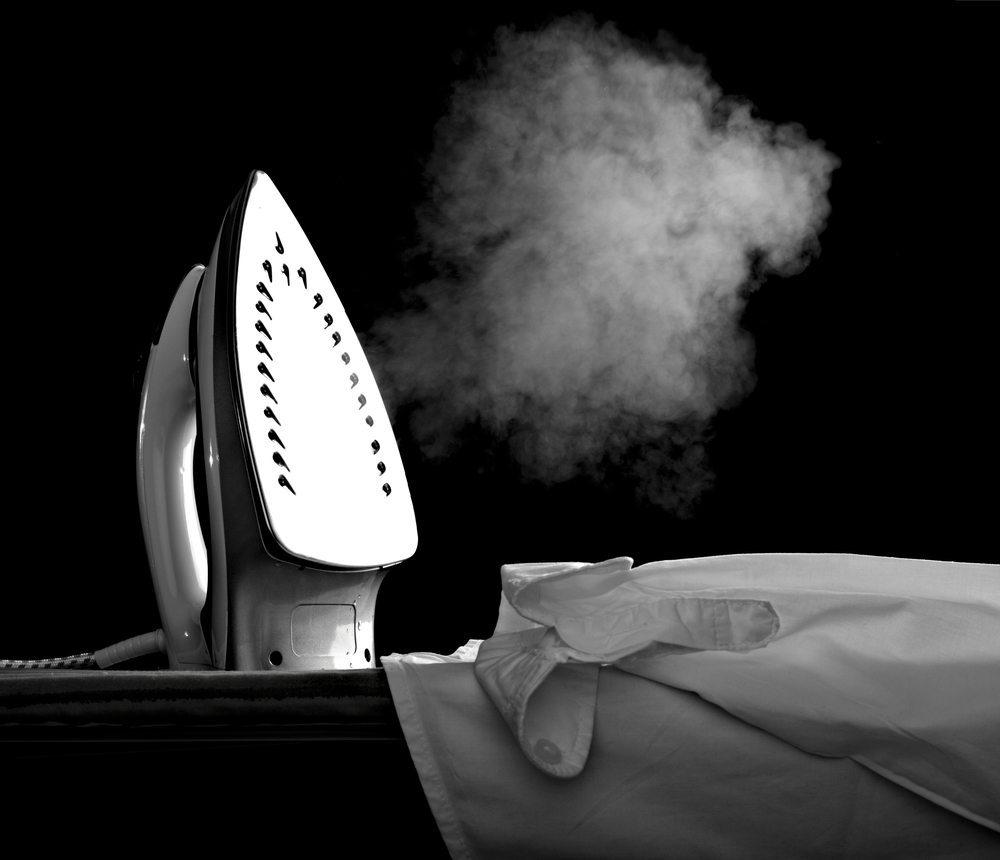 Moderne Dampfbügeleisen bersten vor Technologie. (Bild: Picsfive / Shutterstock.com)