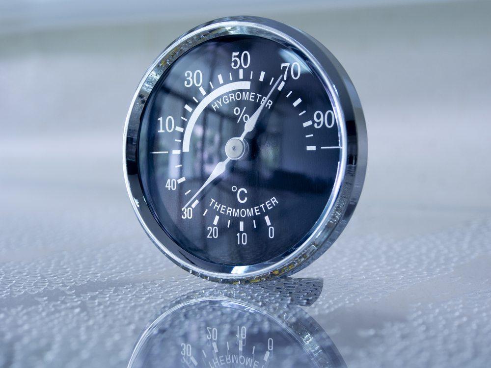 Luftfeuchtigkeit messen. (Bild: Mrs_ya / Shutterstock.com)