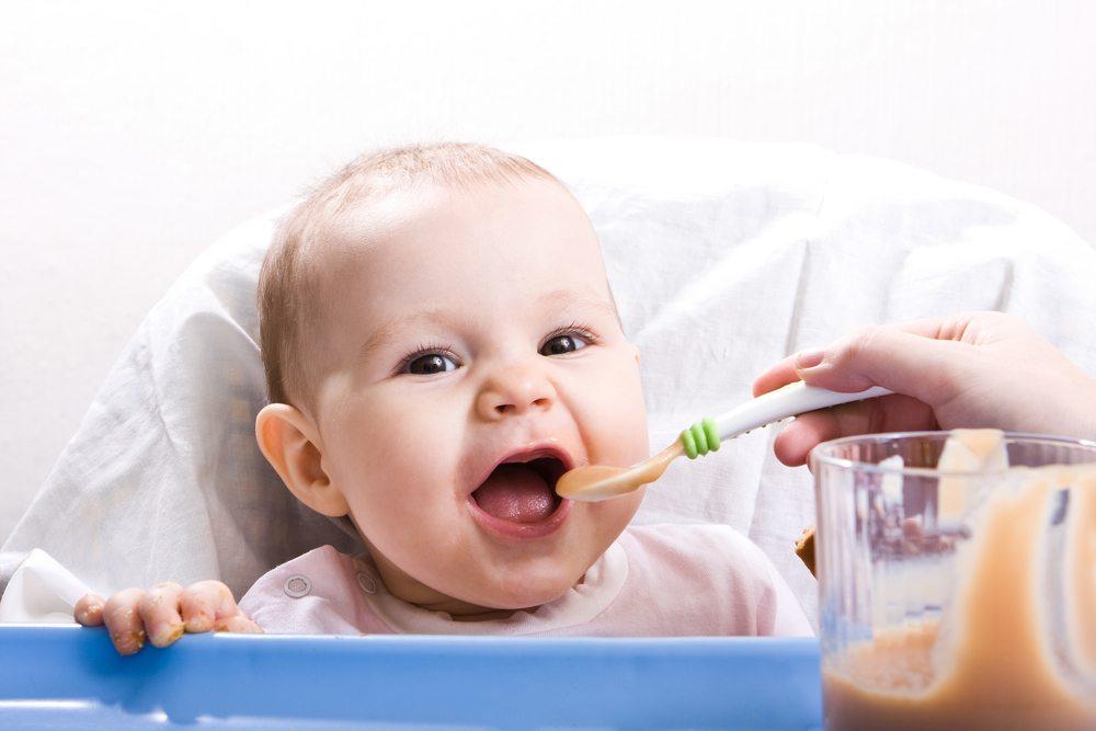 Auch andere Babynahrung mit einem Flaschenwärmer einfach aufwärmen. (Bild: niderlander / Shutterstock.com)