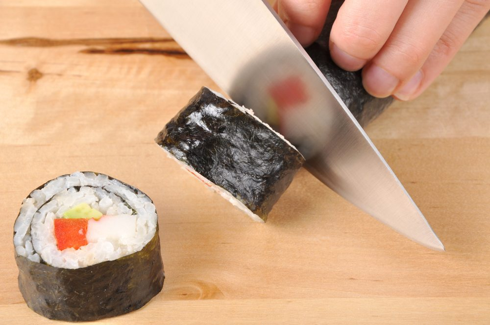 Mit echt japanischen Messern Sushi & Co. zubereiten. (Bild: Chris Christou / Shutterstock.com)