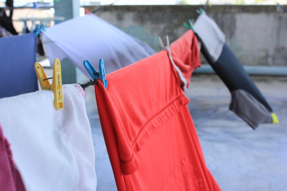 Kleidung normal waschen. (Bild: relax_gap / Shutterstock.com)