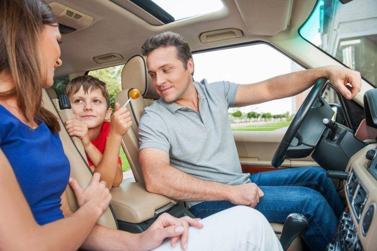 Die meisten Familien bevorzugen es, mit dem Auto zu verreisen. (Bild: © BlueSkyImages - Fotolia.com)
