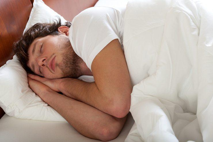 Wohliger Schlaf im gemütlichen Bett. (Bild: © Photographee.eu - Fotolia.com)