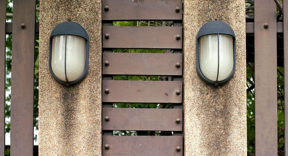 Bewegungsmelder eignen sich im Aussenbereich und für Innenräume. (Bild: Krungchingpixs / Shutterstock.com)