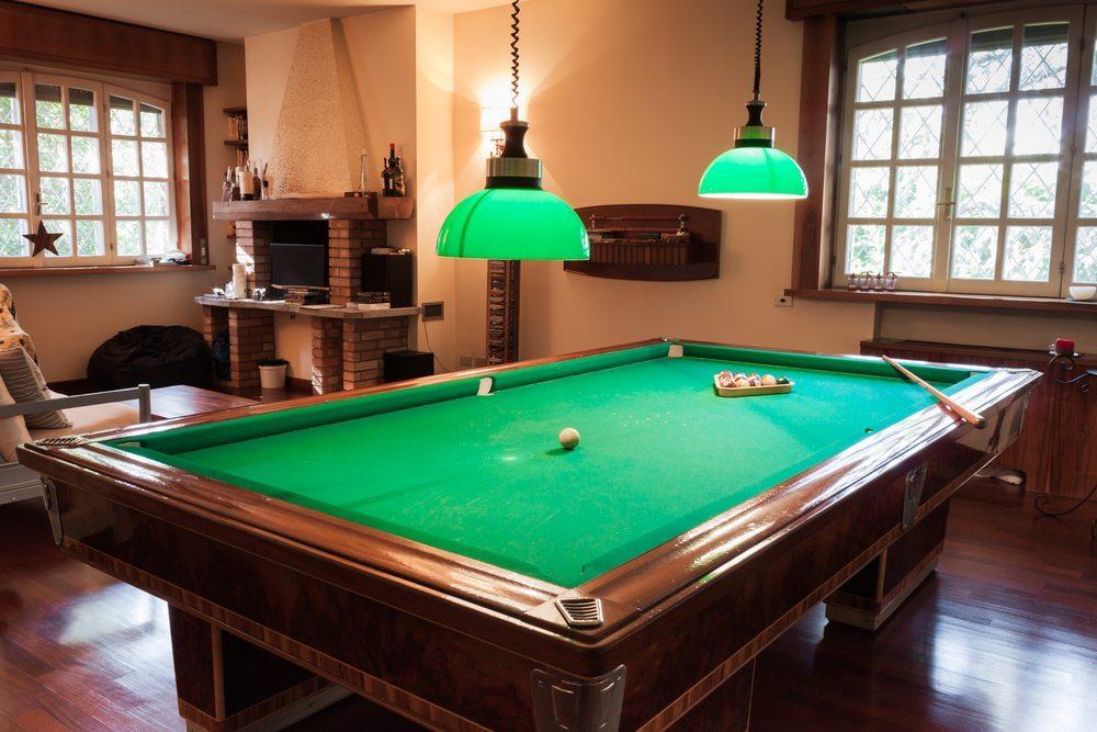 Hobbyraum mit Billardtisch. (Bild: Stefano Tinti / Shutterstock.com)