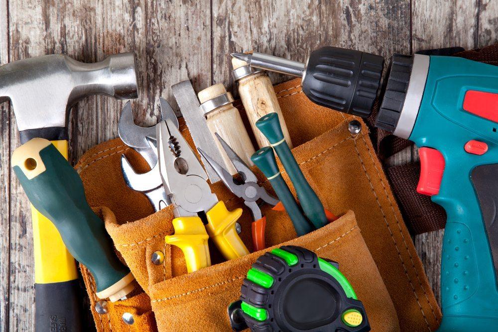Es werden Räume, Werkzeuge, Reparaturmaterial, Ersatzteile sowie freiwillige Helfer gesucht! (Bild: Gresei / Shutterstock.com)