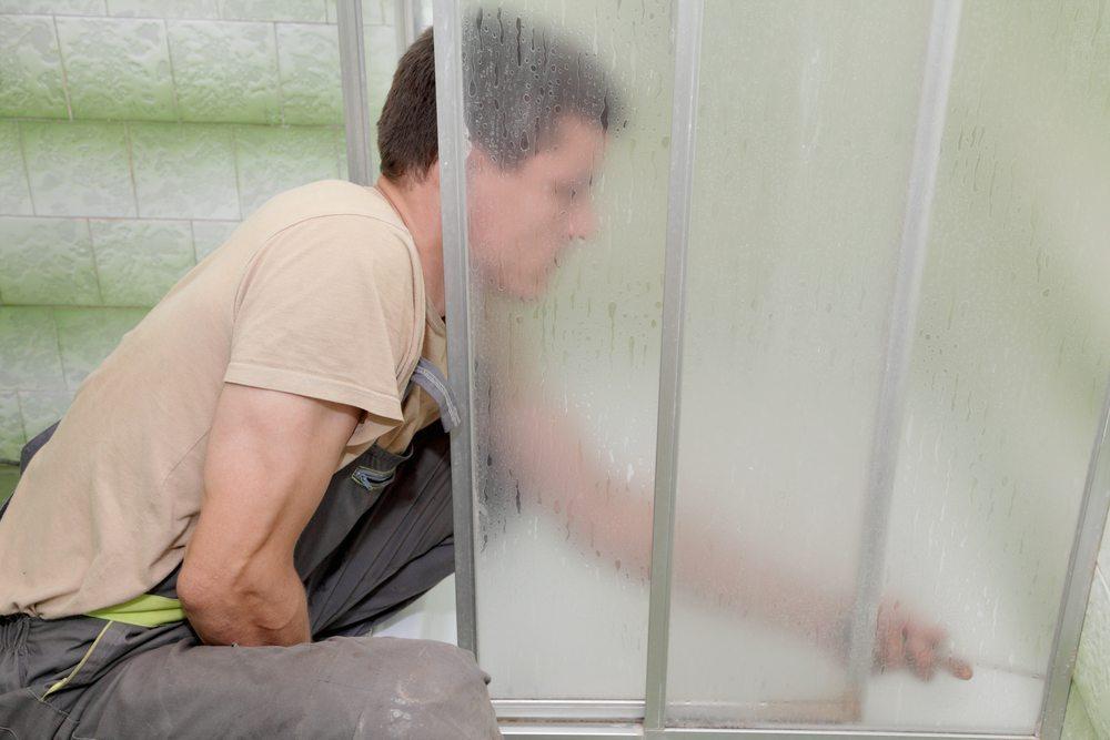 Eine Duschkabine dient der Hygiene und dem Wellness. (Bild: sima / Shutterstock.com)