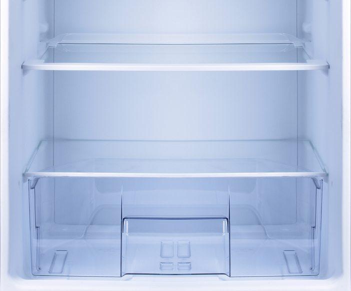 Mit den richtigen Tipps zum Einräumen von Kühlschränken werden ideale Lagerbedingungen für Lebensmittel sichergestellt. (Bild: Valentina Razumova / Shutterstock.com)