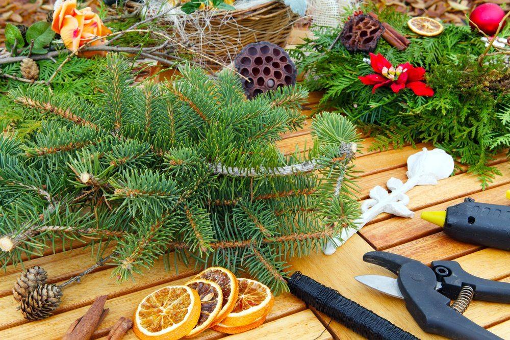 Wenn alle wissen sollen, dass in Kürze ein grosses Fest gefeiert wird, ist ein Türkranz ein Muss. (Bild: Fotoknips / Shutterstock.com)