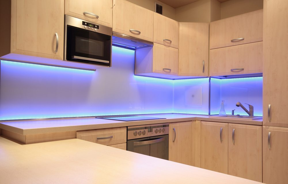 led lichtband k che glas pendelleuchte modern. Black Bedroom Furniture Sets. Home Design Ideas