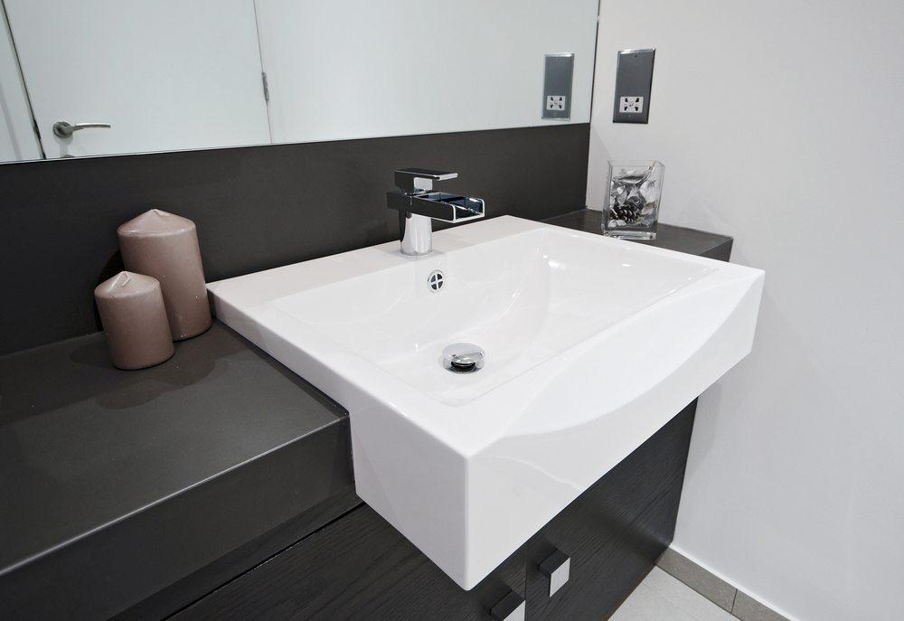 Waschbecken werden in Standard- oder Extragrösse angeboten. (Bild: yampi / Shutterstock.com)