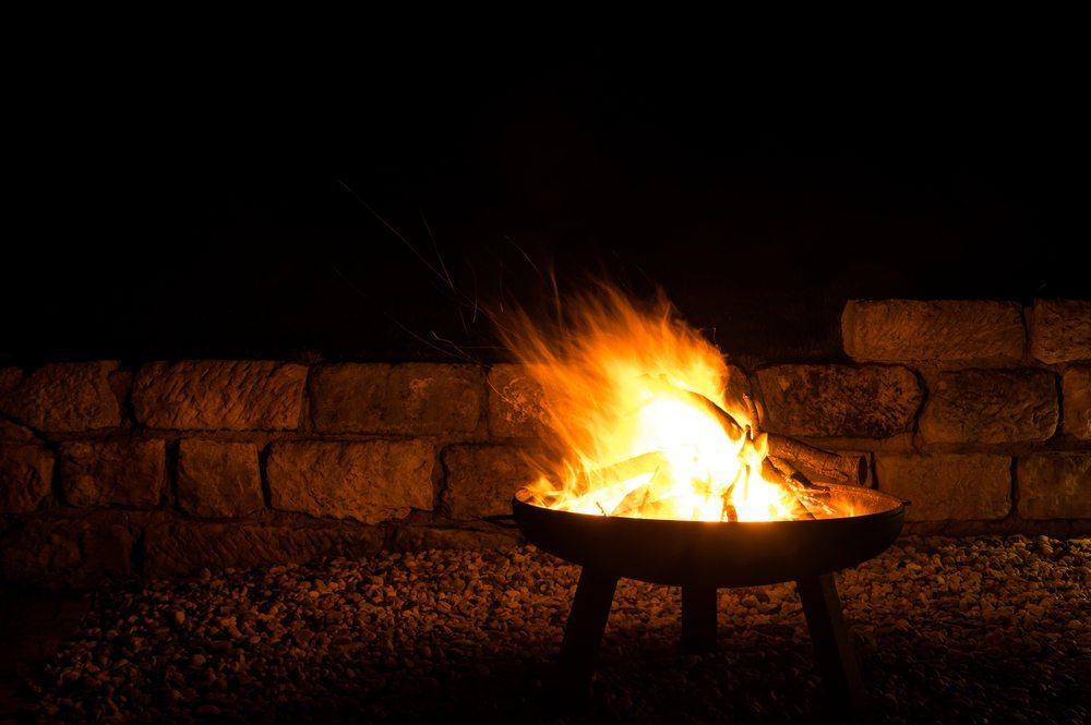Sie werden Feuer und Flamme sein! Feuerschalen und Feuerkörbe für ...