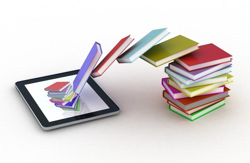 eBook-Reader sind kompakt und leicht, fassen trotzdem jede Menge Bücher. (Bild: Daniilantiq / Shutterstock.com)