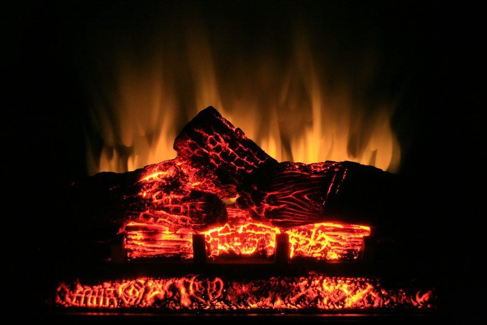 Die Schönheit des Feuers können Sie mit einem Elektrokamin geniessen. (Bild: I. Pilon / Shutterstock.com)