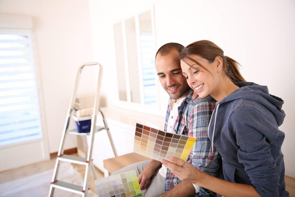 Erstellen Sie für jeden Raum ein klares Farbschema. (Bild: Goodluz / Shutterstock.com)