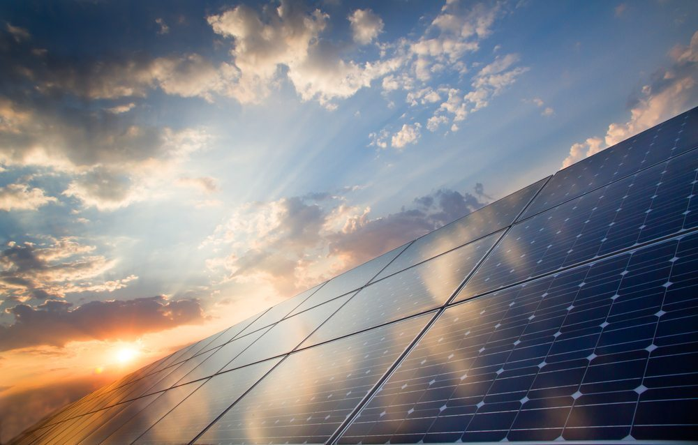 Die Sonne bietet ein enormes Potential, welches zur Energiegewinnung genutzt werden kann. (Bild: © foxbat  - shutterstock.com)