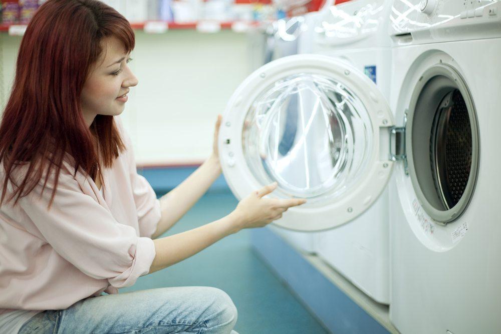 Für den Verbraucher besteht die Pflicht, die Ware nach Erhalt umgehend zu prüfen. (Bild: Anatoly Tiplyashin / Shutterstock.com)