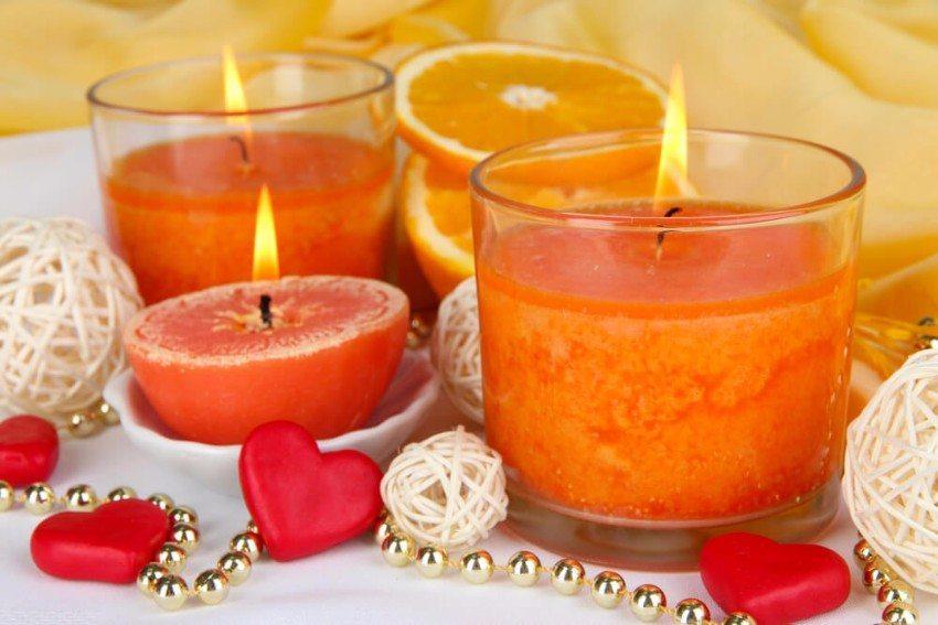 Je mehr Duftkerzen angezündet werden, desto intensiver wird der Geruch. (Bild: © Africa Studio - shutterstock.com)