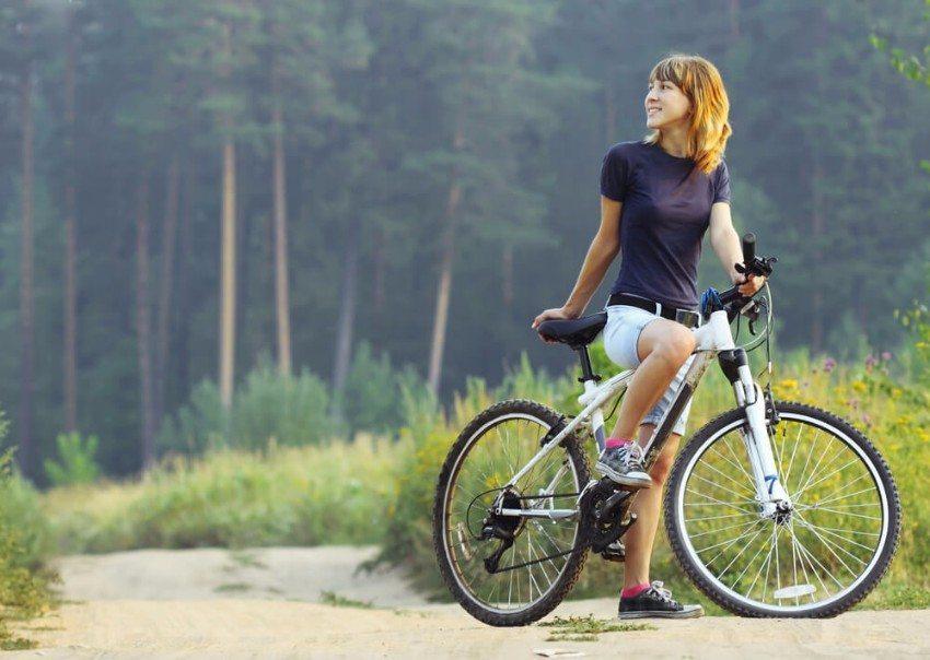 Neben dem Auto gehört das Fahrrad zu den beliebtesten Fortbewegungsmitteln der Schweizer. (Bild: © Dudarev Mikhail - shutterstock.com)