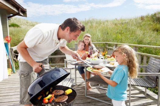 Der Trend zur gesunden Ernährung macht auch vor der Grillparty nicht halt. (Bild: oliveromg / Shutterstock.com)