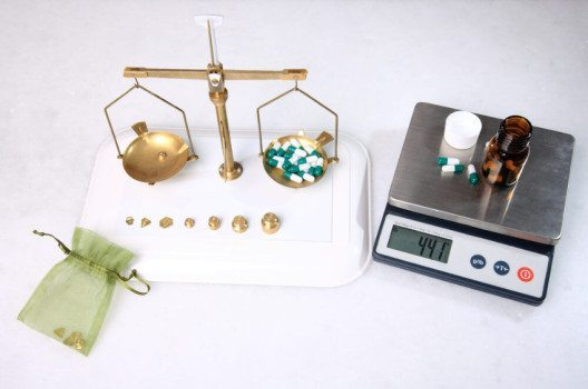 Mechanische und elektronische Waagen (Bild: smoxx / Shutterstock.com)