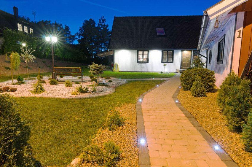 Stimmungsvolle Aussenbeleuchtung - moderne Leuchtmittel machen es möglich. (Bild: © Piotr Wawrzyniuk - shutterstock.com)