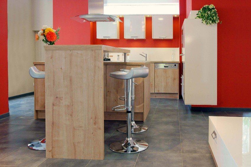 Holz sieht sehr schön aus, ist aber auch pflegeintensiver als Kunststoff. (Bild: © chris32m - fotolia.com)