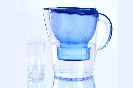 Kannenfilter zum Klären des Tee- oder Kaffeewassers. (Bild: Nuk2013 / Shutterstock.com)