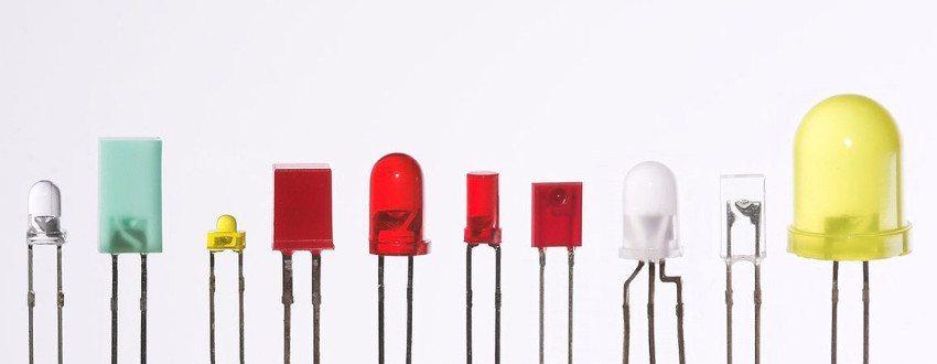 LEDs in verschiedenen Gehäusen (Bild: Afrank99, Wikimedia, CC)