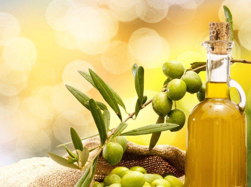 Olivenöl ist ein wahrer Tausendsassa für Schönheit und Wohlbefinden. (Bild: © pieropoma - shutterstock.com)