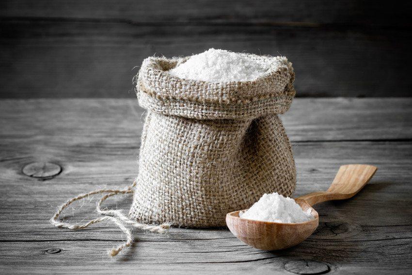 Zu viel Salz schadet der Gesundheit. (Bild: © Sunny Forest - shutterstock.com)