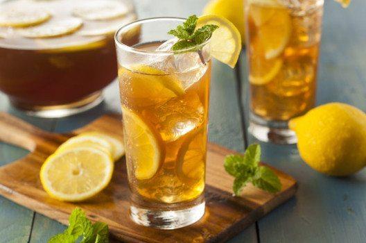 Eistee ist ein klassisch amerikanisches Getränk. (Bild: Brent Hofacker – fotolia.com)
