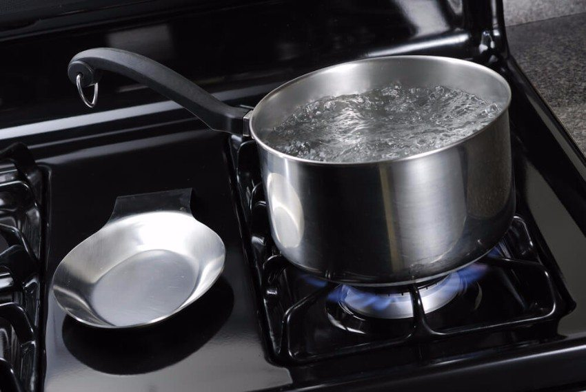 Gasherde haben den Vorteil, dass sie sofort nach dem Zünden heiss sind und nach dem Abstellen keinerlei Energie mehr verbrauchen. (Bild: © Tom Begasse - shutterstock.com)