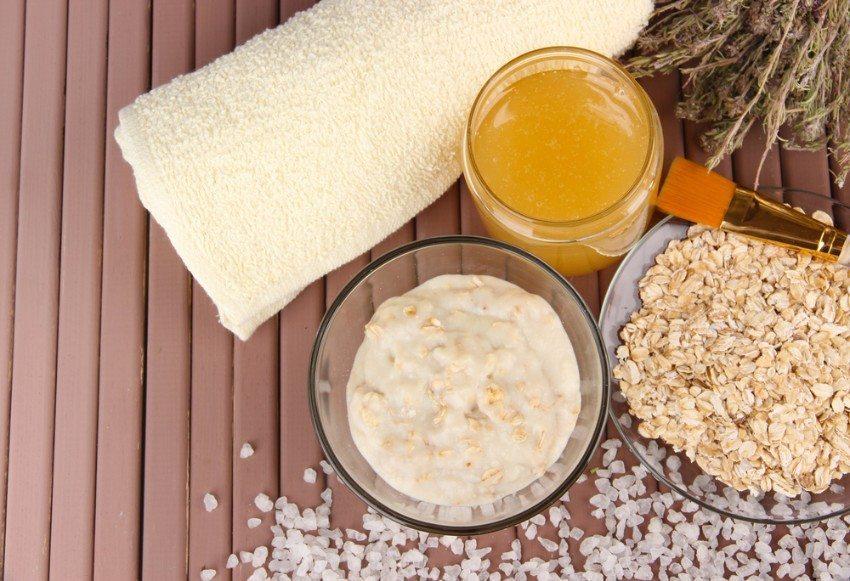 Honig schmeckt lecker und macht mit seinen zahlreichen wertvollen Inhaltsstoffen sogar schön. (Bild: © Africa Studio - shutterstock.com)