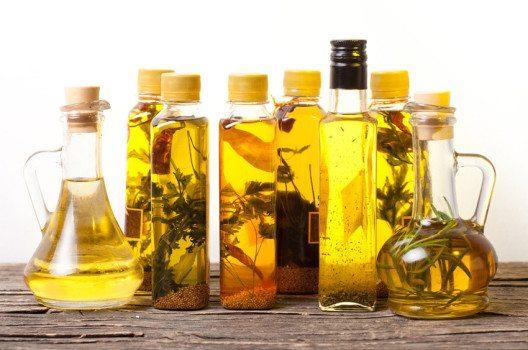 Jede Hausfrau kann Würzöle für den Hausgebrauch herstellen. (Bild: Oksana Shufrych – shutterstock.com)