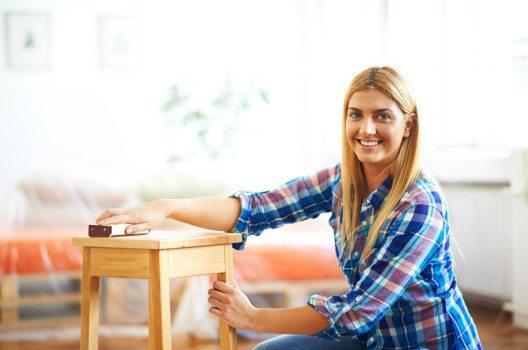 Das Abschleifen ist in der Regel die am besten geeignete Methode zur Lackentfernung. (Bild: Nenad Aksic – shutterstock.com)