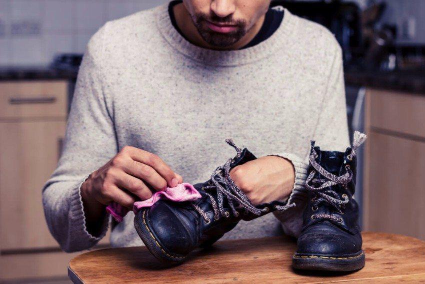 Gute Schuhe brauchen eine besondere Pflege. (Bild: © LoloStock - shutterstock.com)