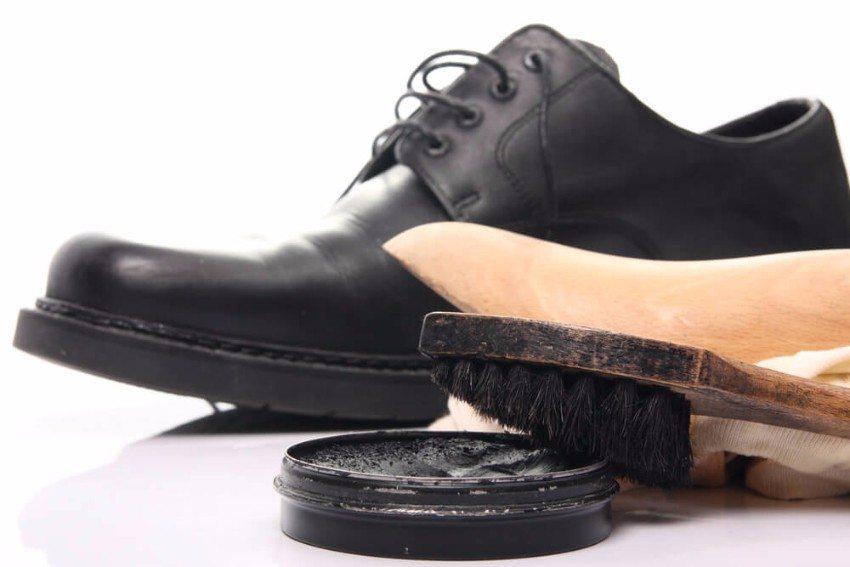 Als Naturprodukt braucht Leder regelmässige Pflege, um dauerhaft schön und stabil zu bleiben. (Bild: © Torsten Lorenz - shutterstock.com)
