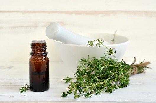 In der Aromatherapie wird Thymian mit Mut, Kraft und Optimismus assoziiert. (Bild: fortyforks – fotolia.com)