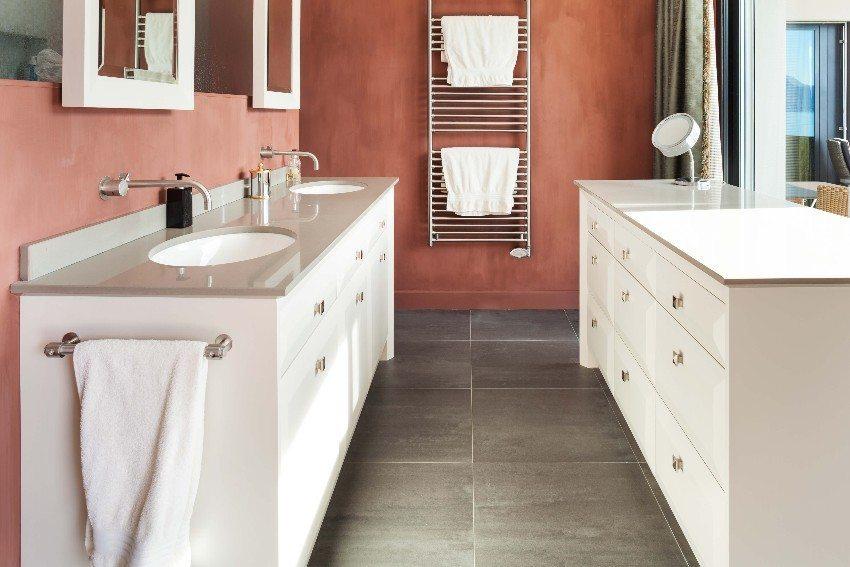 Waschtische greifen die Optik der alten Waschschüssel auf und verbinden diese mit den Vorzügen des modernen Sanitärwesens. (Bild: © alexandre zveiger - fotolia.com)