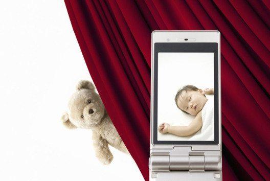 Die klassische Fernsprechanlage zur Überwachung vom Babyschlaf wird in immer mehr Haushalten durch kleine Webcams ersetzt. (Bild: KPG_Payless – shutterstock.com)