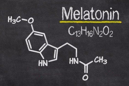 Eine sehr wichtige Rolle spielt das Hormon Melatonin, das auch als Schlafhormon bezeichnet wird. (Bild: © Zerbor - shutterstock.com)