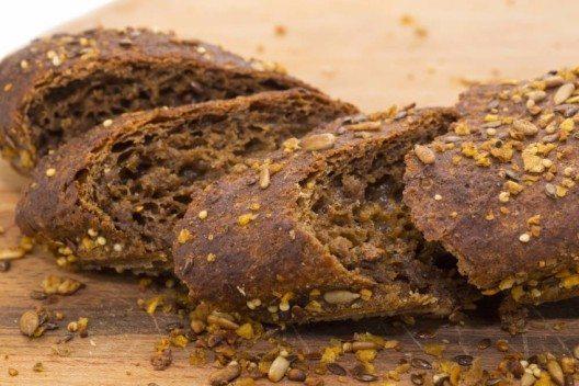 Wie wäre es stattdessen mit einem kernigen, selbst gebackenen Stangenbrot? (Bild: © Lestertair - shutterstock.com)