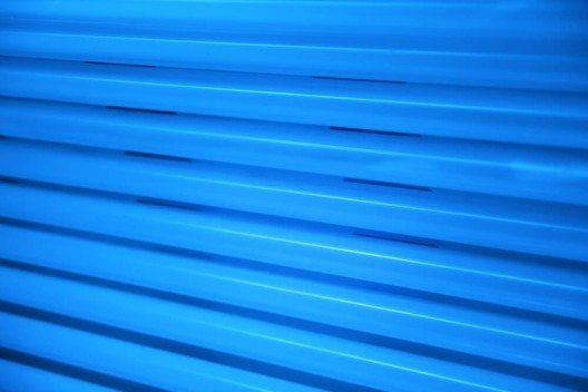 UV-Lichttherapiegeräte werden zur Behandlung von Hautkrankheiten eingesetzt. (Bild: © photopixel - shutterstock.com)