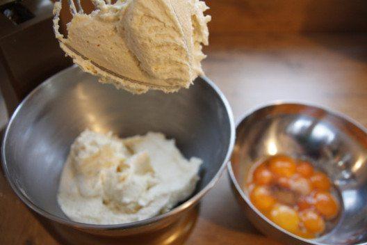 Die Baumkuchenmasse ist sehr einfach und rasch zubereitet. (Bild: © Michael Leiter)