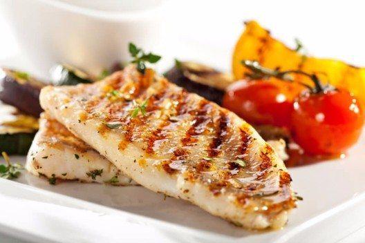 Köstliche Fischfilets mit Kräutern (Bild: © svry - shutterstock.com)