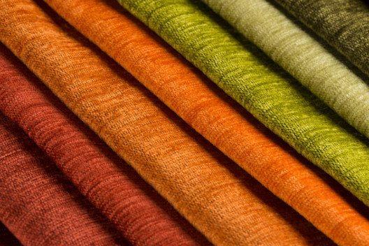 Vorhänge in allen Stoffen und Farben werden im Raum zum Hingucker. (Bild: © homydesign - fotolia.com)