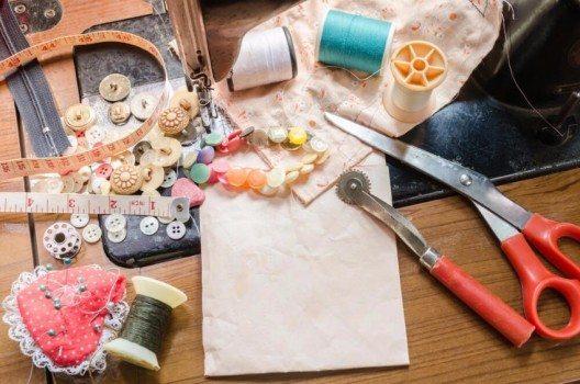 Knöpfe sind als Ergänzung von Näharbeiten gleichermassen dekorativ oder funktionell (Bild: © Narinto - shutterstock.com)