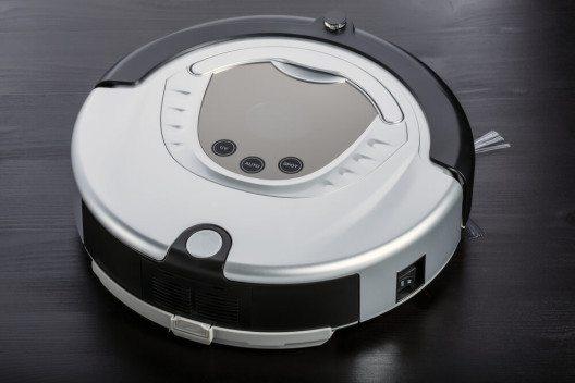 Automatisch rein wird es mit einem Saugroboter. (Bild: © slastnova - shutterstock.com)